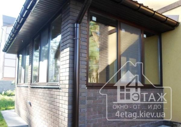 Цветные окна в Киеве – функциональный декор для фасада и интерьера