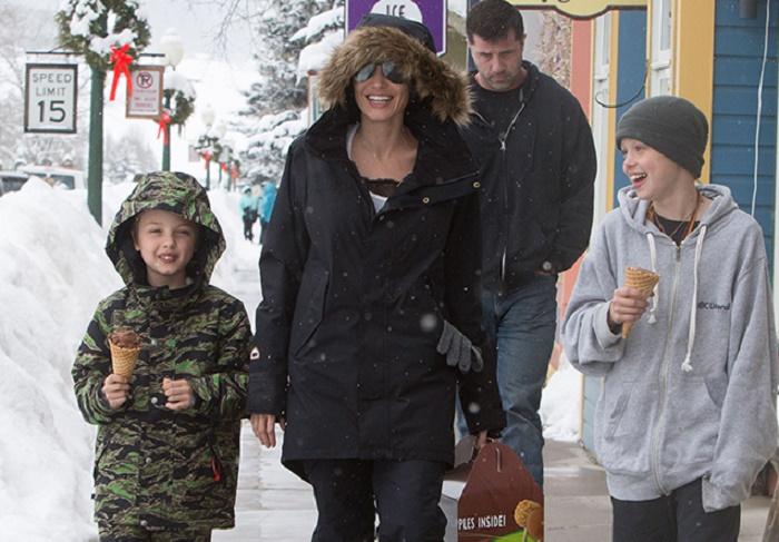 Джоли с детьми, январь 2017