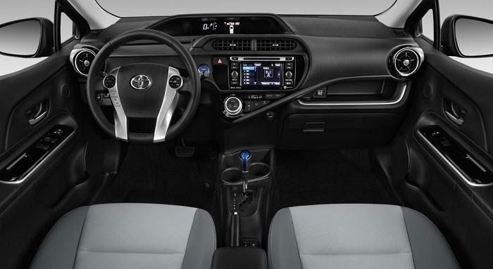 Toyota Prius C: салон