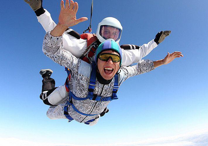 Прыжок с парашютом в тандеме или самостоятельно?