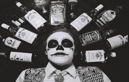 Алкоголики
