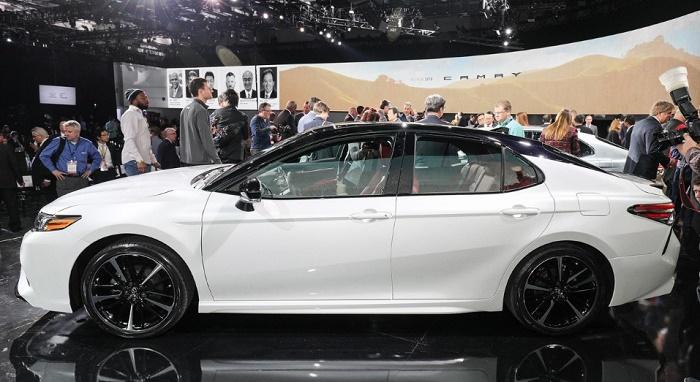Новая Camry от Toyota. Вид сбоку