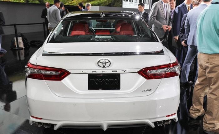 Новая Camry от Toyota. Вид сзади