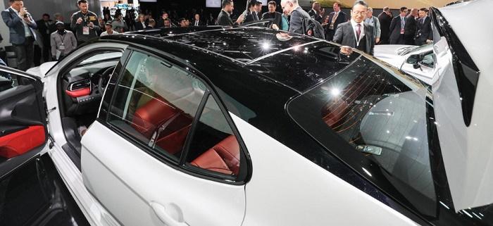 Новая Camry от Toyota. Стеклянная крыша